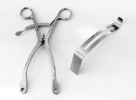 Modified K�lbel Retractor Frame with one middle blade